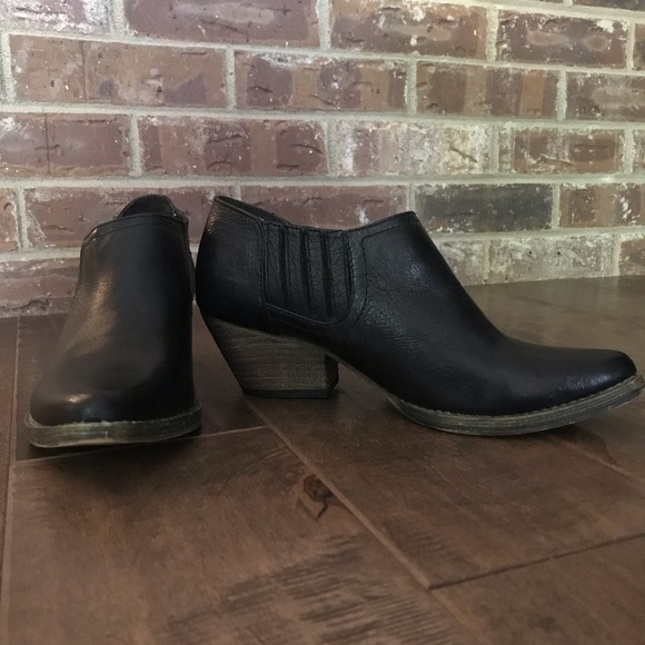 91e2d3d8282 Very Volatile black leather ankle boots Size 6.5